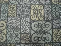 donkergrijze krullen met pastelkleurige achtergrond