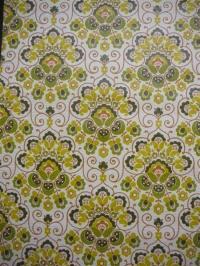 geel groen medaillon met oranje lijnen
