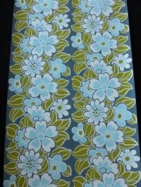 blauw met wit bloemen op een blauwe achtergrond