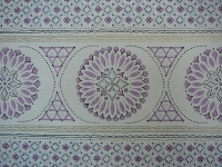 paarse geometrische figuren in banden