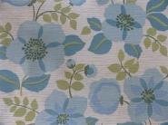 blauwe bloemen op en witte achtergrond