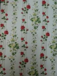 vintage bloemenbehang rode rozen en klimop