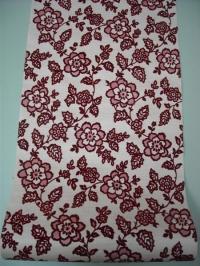 bordeaux bloemen op een roze achtergrond
