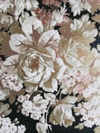 Vintage behang met witte en gouden bloemen
