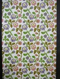 paars en roze bloemen met groene blaadjes