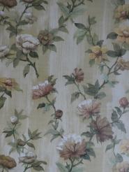 Vintage bloemenbehang met gele en bruine bloemen